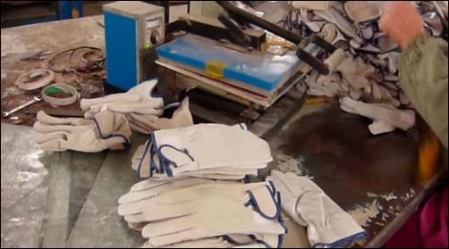 guantes-hechos-con-piel-de-perro
