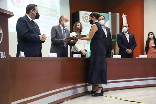 """_DIF DE LA CAPITAL RECIBE """"PREMIO DE CALIDAD SLP CANACINTRA"""" 3"""