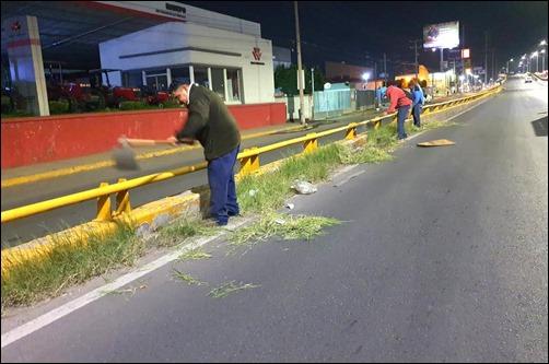 BRIGADAS NOCTURNAS DAN MANTENIMIENTO A LA AVENIDA SALVADOR NAVA 4