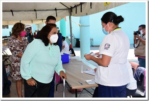 dd1a51leonor-noyola-vacunacion